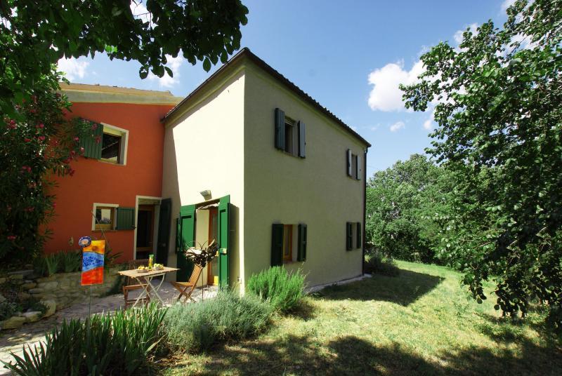 Poggio delle Querce - Komfort am Eichenhügel, holiday rental in Montefortino