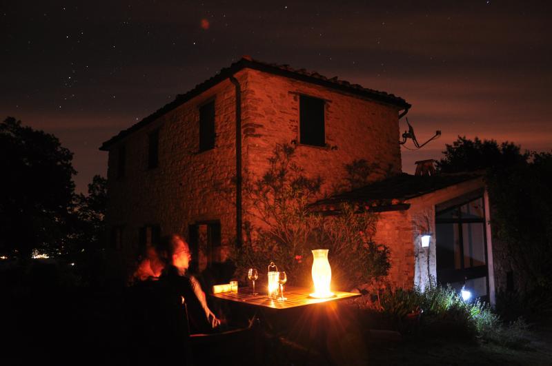 Romantische Stimmung mit Abendrot und Sternenhimmel