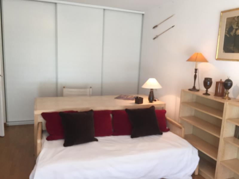 Pierre Larousse Calm Luminous flat in South Paris, aluguéis de temporada em Malakoff