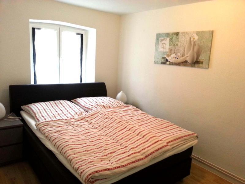 Cama de casal no apartamento 1