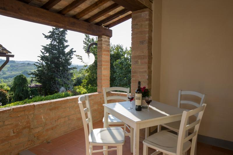 Gambassi Tavoli E Sedie.Monte 2 Appartamento Alloro Tripadvisor Gambassi Terme Rental