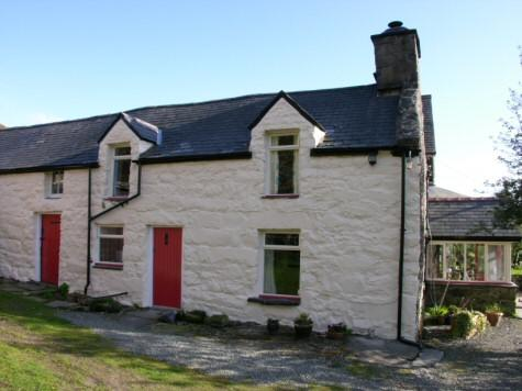 The cottage dates back in part to the 16thc. It has 3 bedrooms, bathroom, sitting room and kitchen