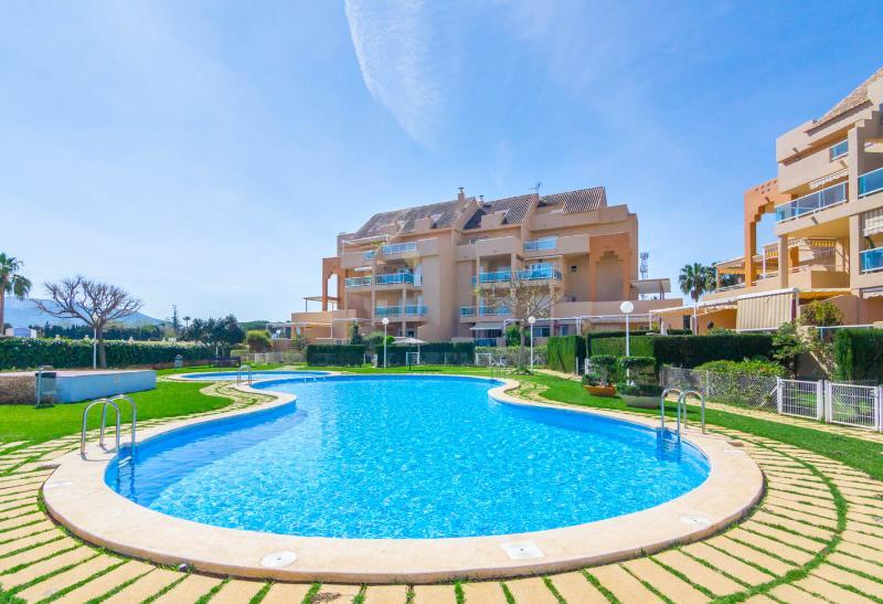 Apartamento Dénia Urb. Marina Playa - Playa Les Bovetes, holiday rental in Denia