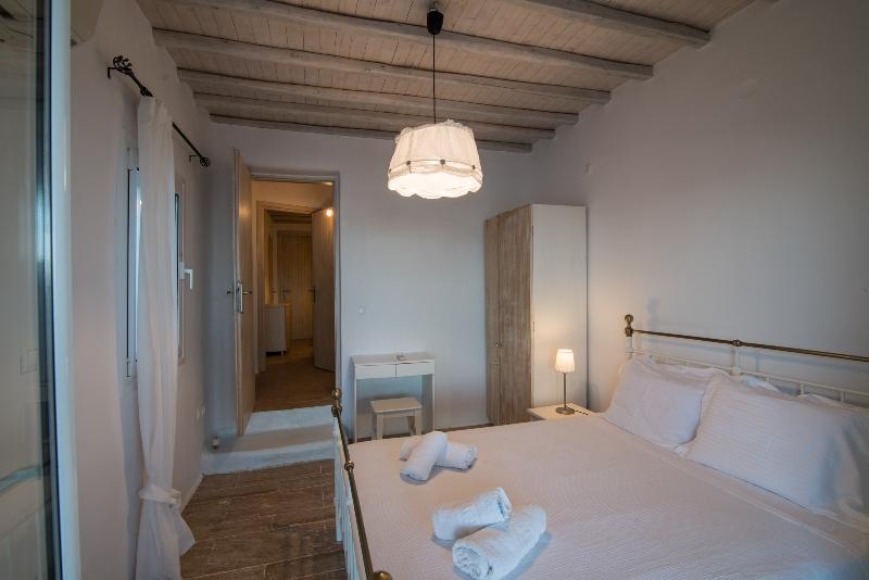 Wooden ceiling and minimal decoration