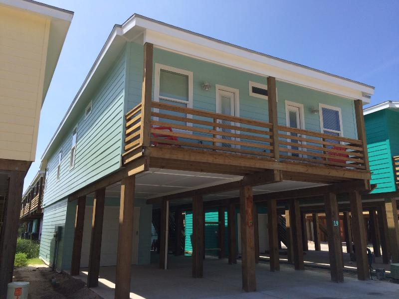 Newly constructed beautiful beach house, parking space under house and rear patio