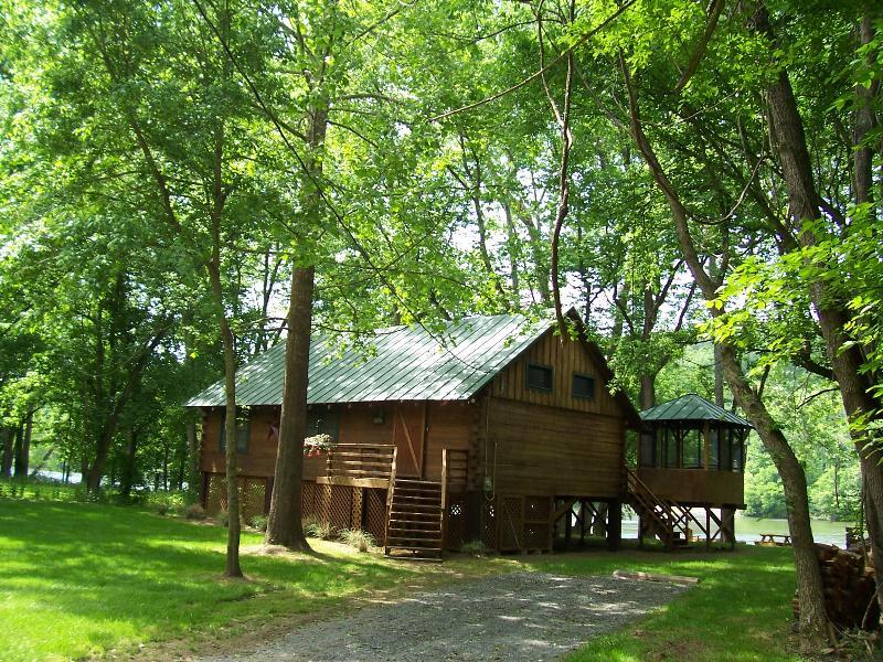 Shenandoah Shores Riverfront Log Cabin Has Mountain Views