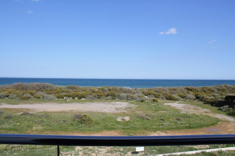 Villa sur la plage entre mer et lagune - vue d'une chambre
