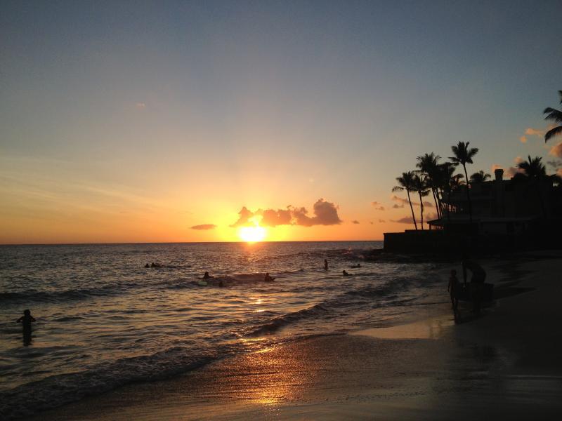 Hawaiian Bungalow - Steps to Magic Sands Beach!, holiday rental in Kahaluu-Keauhou