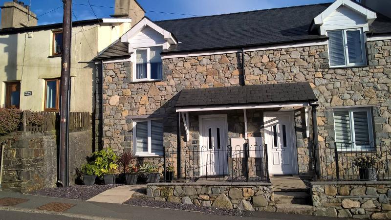 Ty Huw Llwyd - Llan Ffestiniog Cottage, holiday rental in Llan Ffestiniog