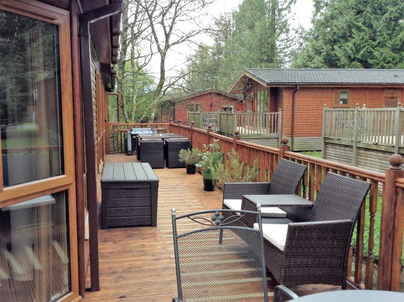Three bed, dog friendly Lodge on Lake Windermere, holiday rental in Bowness-on-Windermere