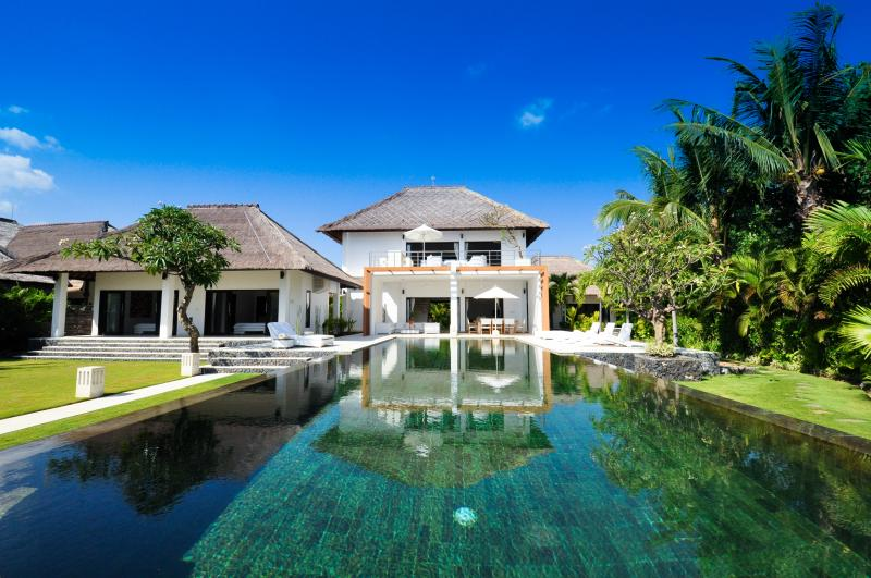 Villa Bossi at Banjar - Luxury villa on the beach – semesterbostad i Buleleng Regency