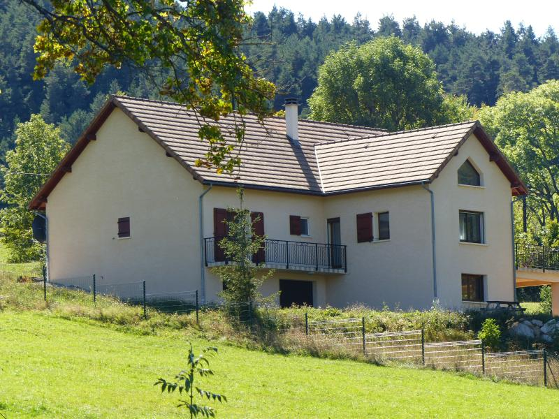 'LusLeCheylard' - 4 Bed House with Stunning Views, vakantiewoning in Luc-en-Diois
