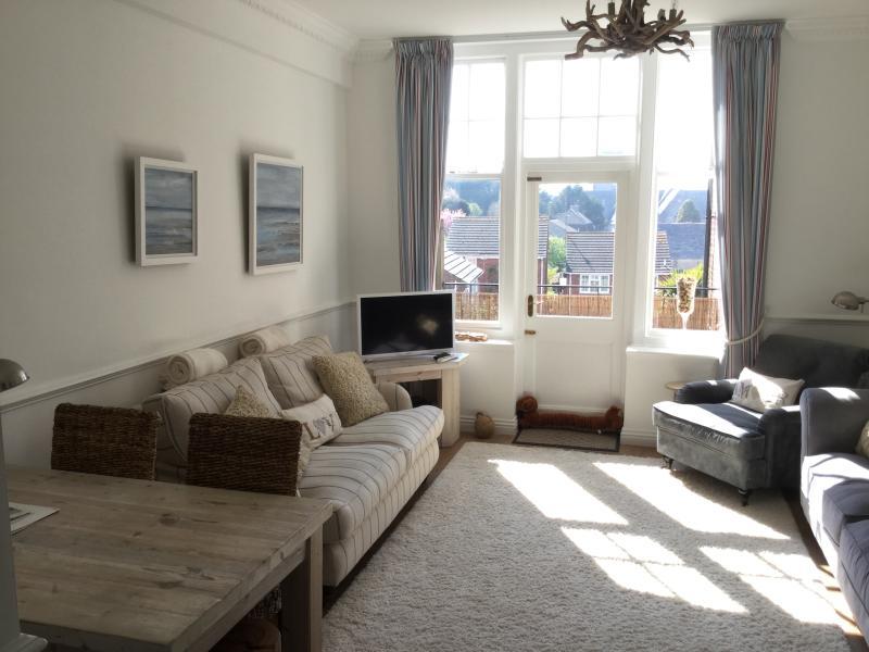 Sunny aspect lounge