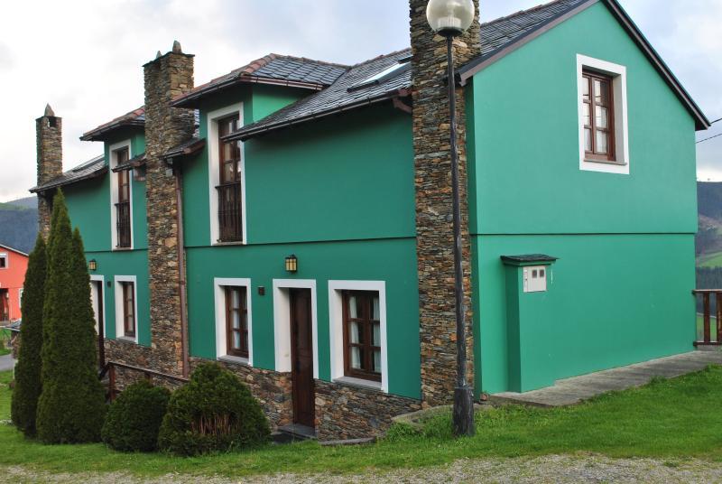 APARTAMENTOS CASTROVASELLE Nº2, holiday rental in El Franco Municipality
