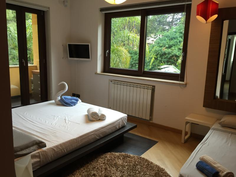 Main bed room with optional extra 5th bed