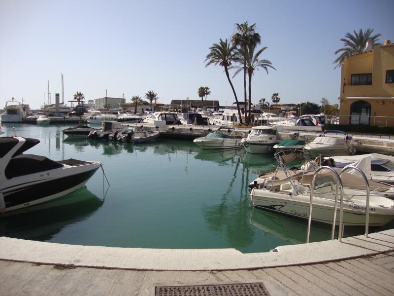 Zona de atraques del Puerto Deportivo en la urbanización