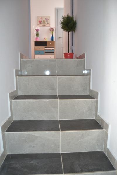 escaleras de acceso al piso