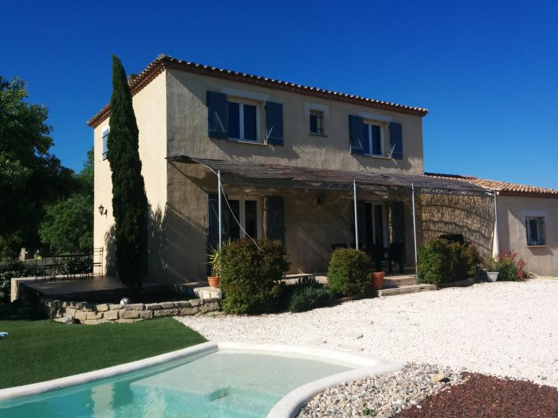 Hermosa villa luminosa con piscina a 30min del mar