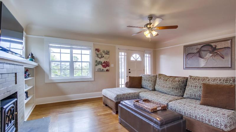 Light and bright living room with hardwood floors and coved ceiling