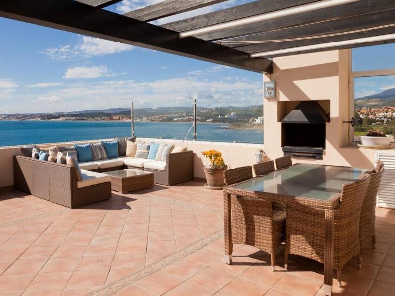 Muito grande terraço com churrasqueira e vistas maravilhosas