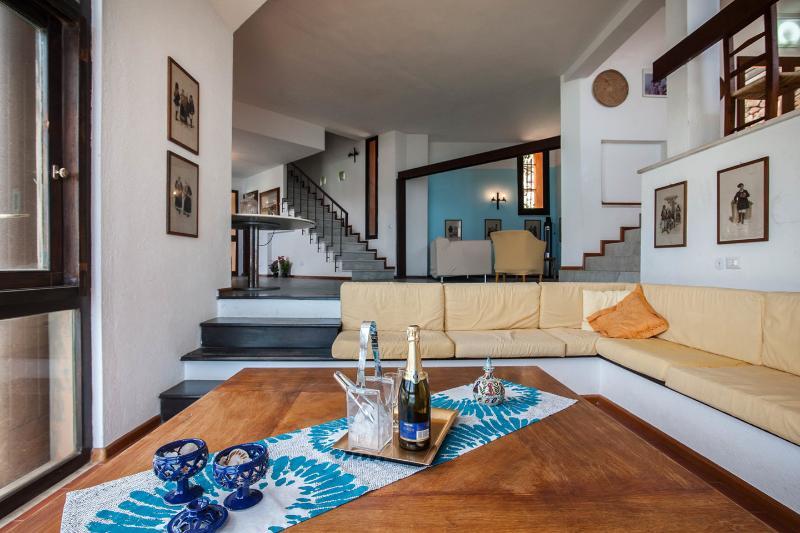 Villa Aragosta on the sea of Cala Caterina, vacation rental in Villasimius