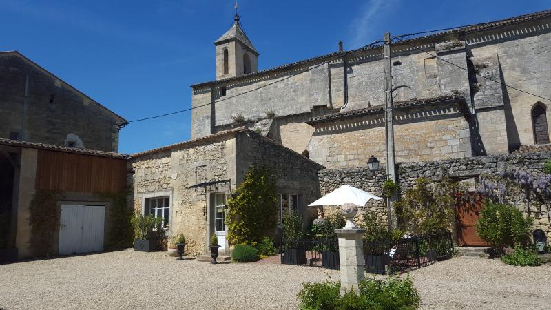Le clos du presbytère procheSaint-emilion 4étoiles, casa vacanza a Saint-Hippolyte