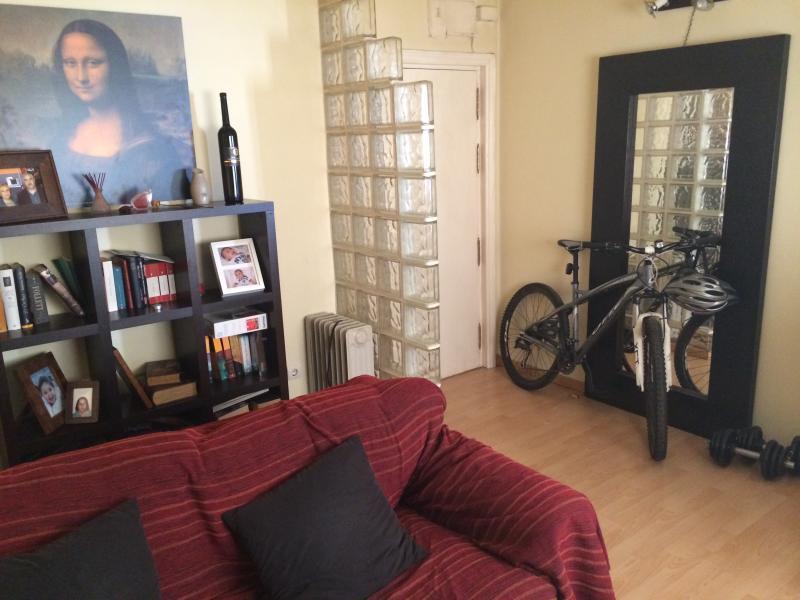Bonito y funcional apartamento. Muy buena zona, location de vacances à Cabanillas del Campo