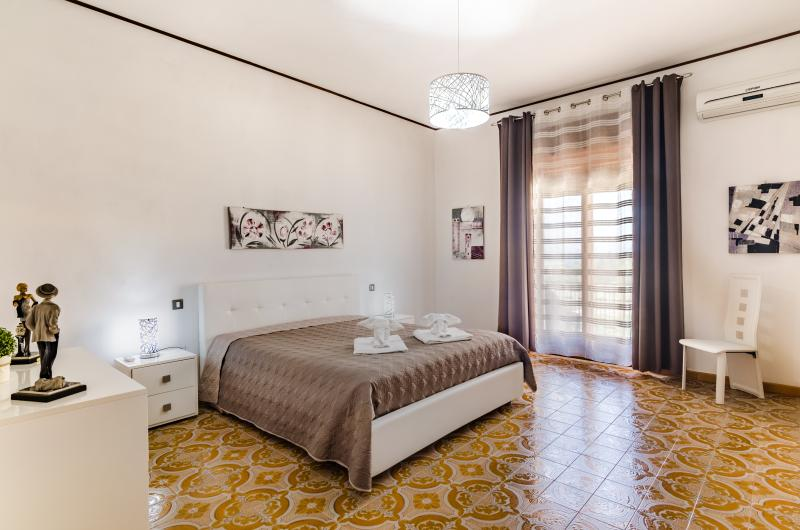 Silvy House -Space & Elegance, holiday rental in Castellammare del Golfo