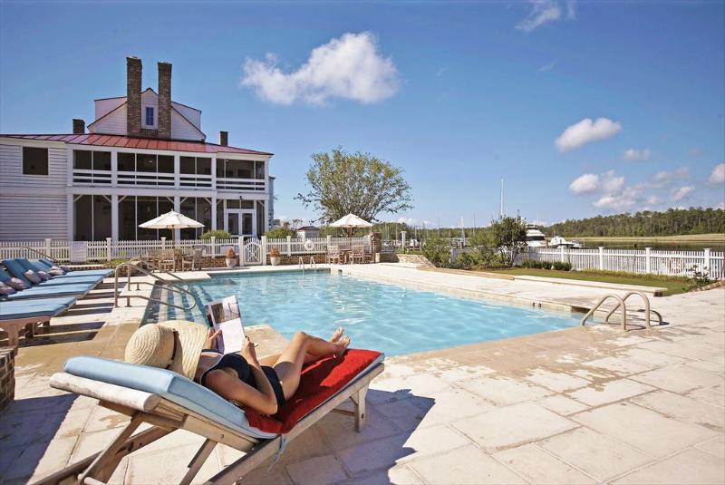 Harbor Club Pool