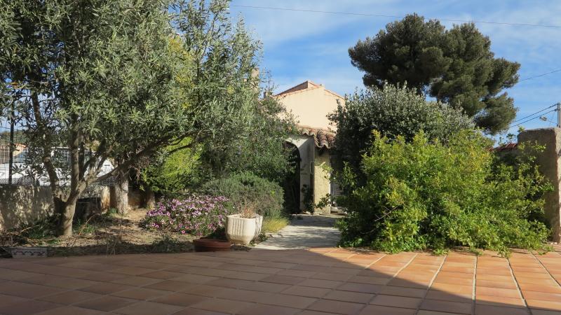 Grand et agréable espace extérieur Comfortable outdoor environment : garden,  terrace  and balcony