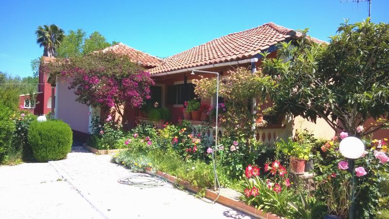 House close to the sandy beach on Corfu island, alquiler de vacaciones en Kavos