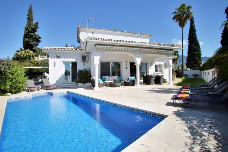 South facing private villa in Puerto Banus centre. Private heated pool. Great location. Sleeps 8.
