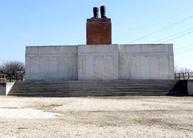 Lenin's shoes statue!!!