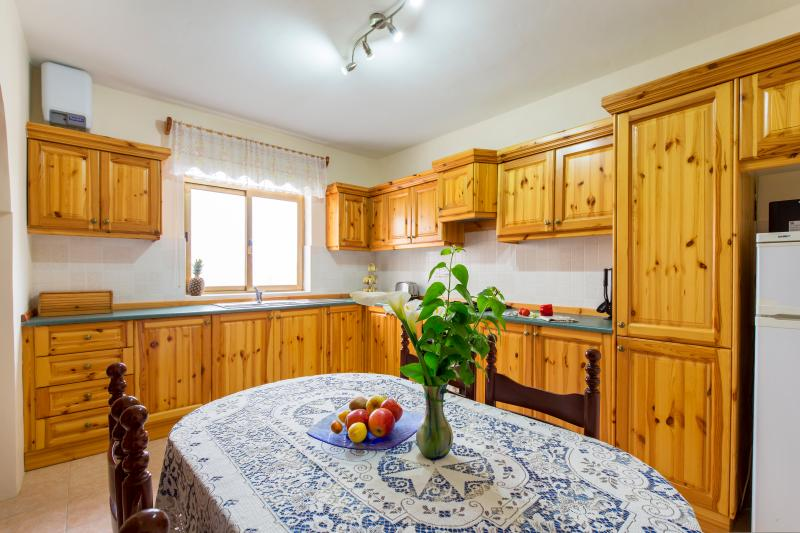 Spacious apartment 5mins walk away from Gigantija and 15mins from Ramla Bay known for its'Red Sands'
