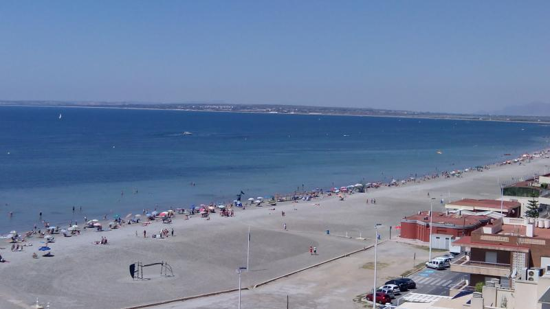 Beach apartment with spectacular views, location de vacances à Santa Pola