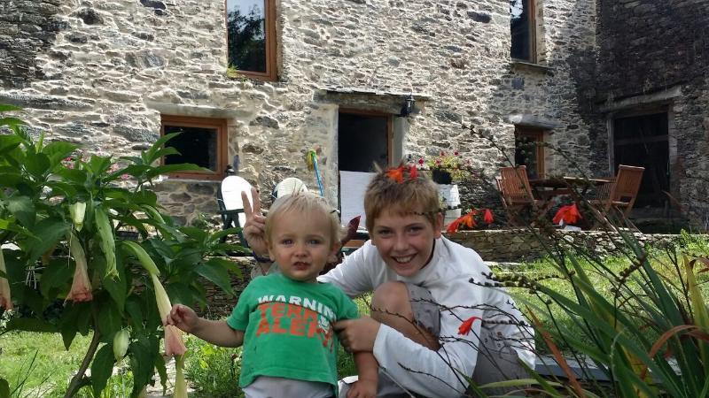 Casa rural con vistas impresionantes Farmhouse, location de vacances à Manon