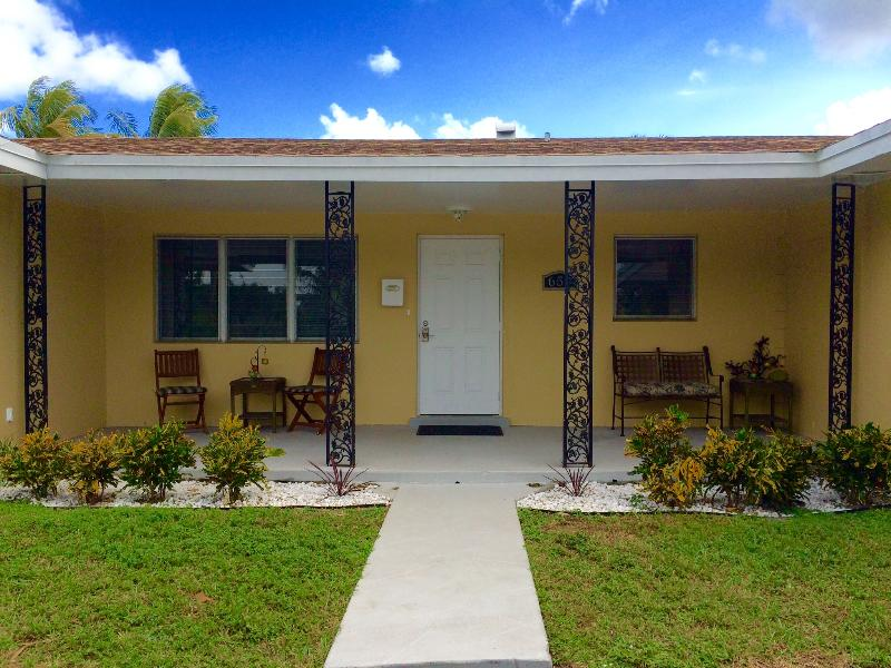 Welcome to Casa Palms located within a quiet friendly residential neighborhood.