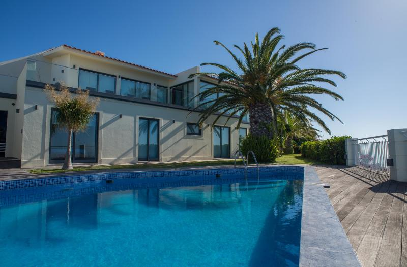 Zula House - Wonderfull Sea Views & Swimming Pool, vacation rental in Canico