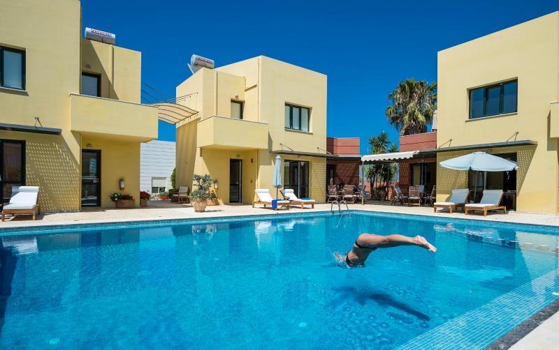 4 Villas Complex, Close to Beach, Pool, Seaview, holiday rental in Platanias