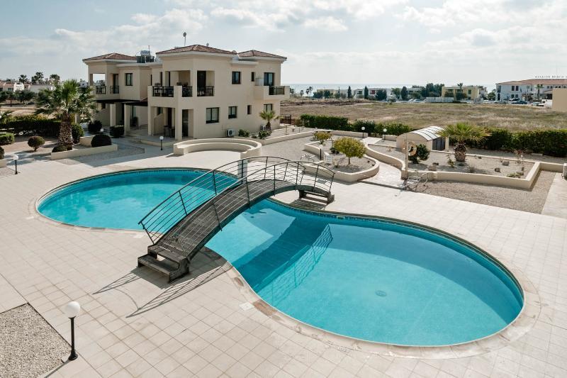 Balcony view, quiet location  pool, sea view, beach  or shops 5 mins walk