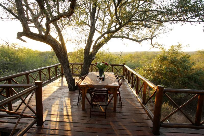 Majuli Tree Lodge in Marloth Park beside Kruger, aluguéis de temporada em Komatipoort