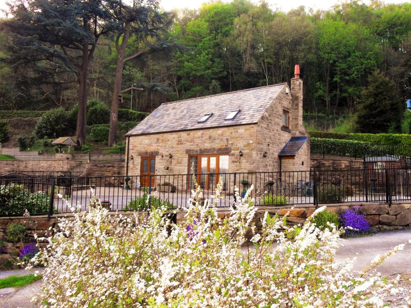 TWO OWLS LODGE - sleeps 3 From £580 - £820 per week, short breaks are available, casa vacanza a Darley Dale