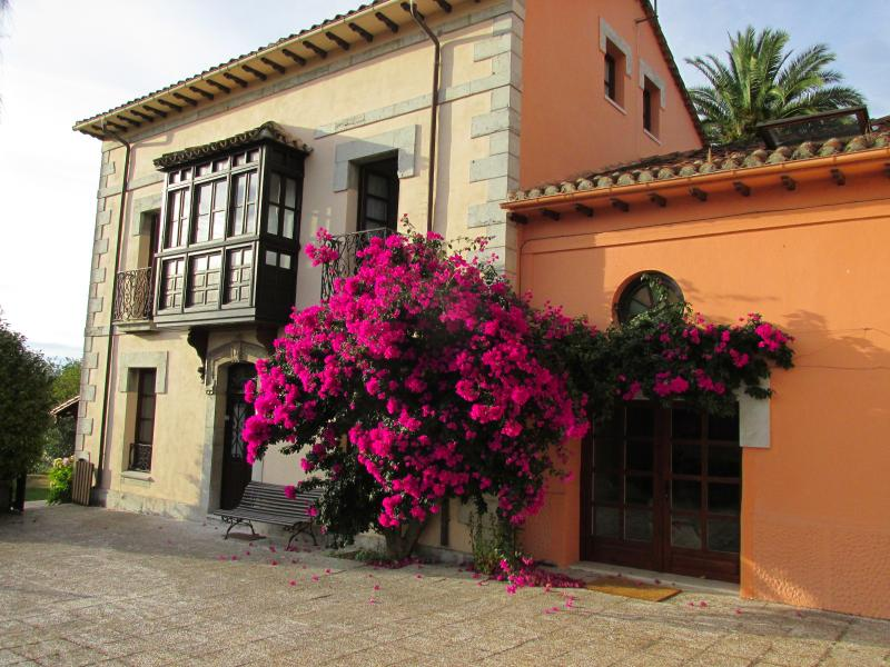 Preciosa Casa de Indianos, vacation rental in Buelna