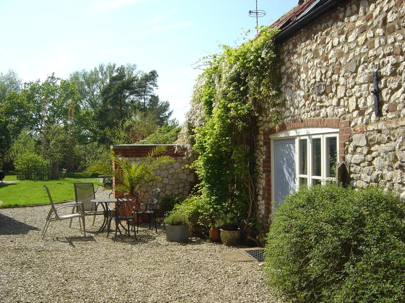 Pomfrets Cottage in the small hamlet of Burnham Overy Town with beautiful views over the fields