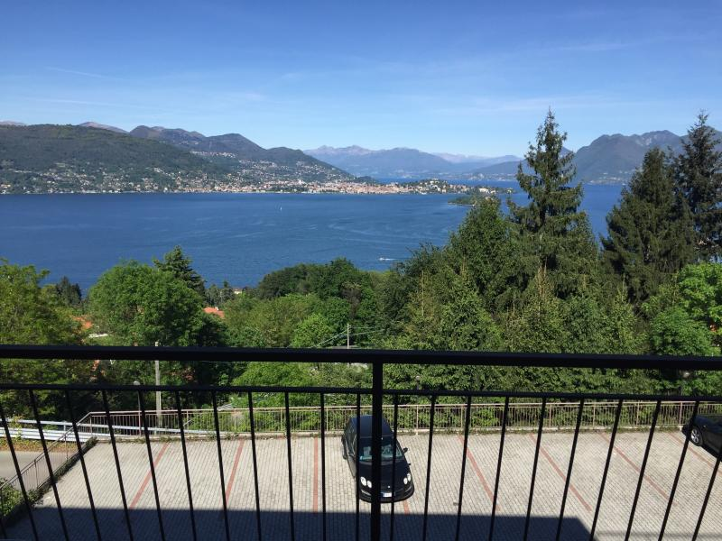 ARTELAGO 2 bedrooms apartments lake view, vacation rental in Campino