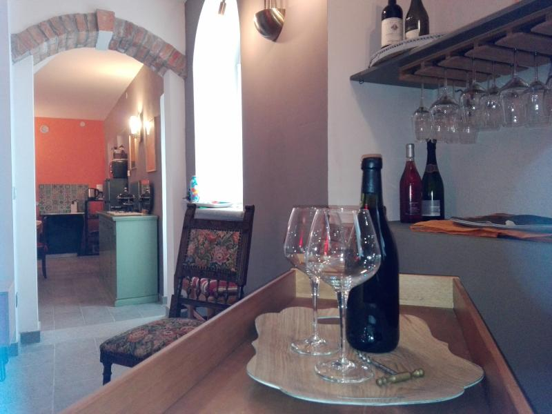 Lounge Room is perfect for a wine tasting moment, exclusive and relaxing.