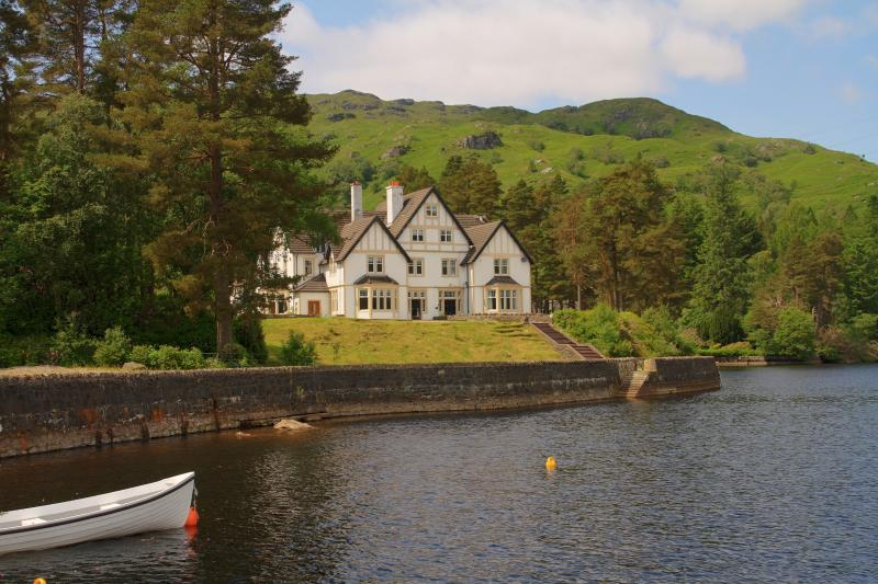 Stronachlachar Lodge, holiday rental in Tarbet