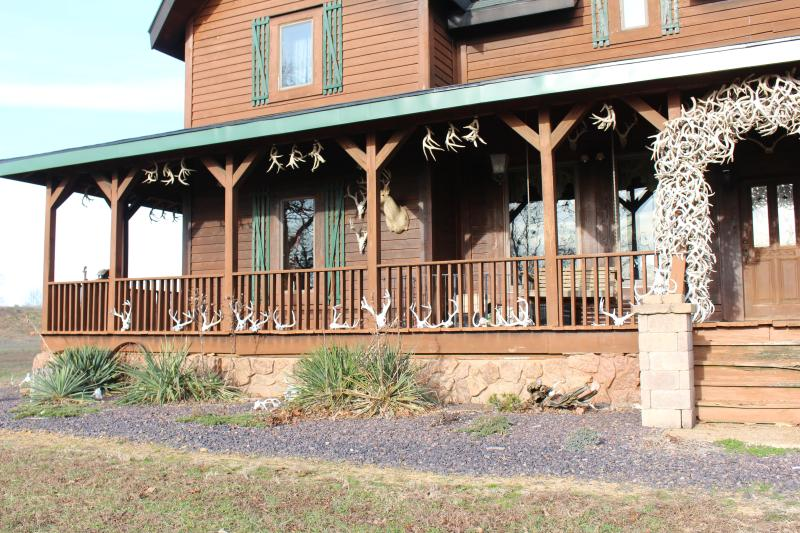 Samson's Whitetail Mountain Lodge or Rooms, Ferienwohnung in Creal Springs