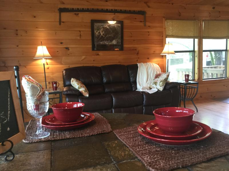 Peckerwood Knob Sunset Cabin; Mntns of SE Oklahoma, holiday rental in Smithville