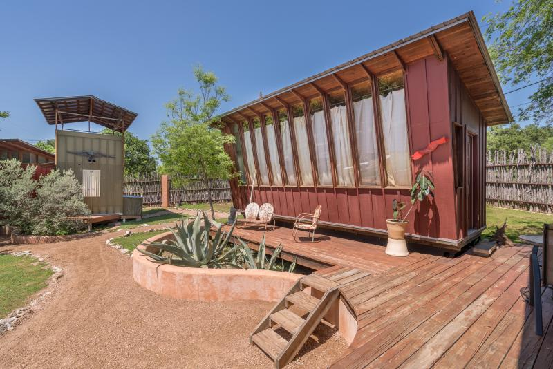 Bunk House Eco Cabin, vacation rental in Briarcliff